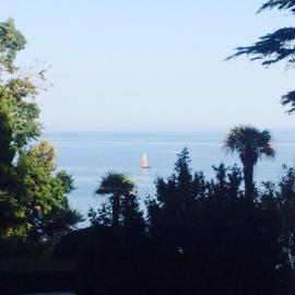 Парусная яхта вблизи Лиго Морская